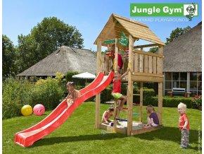Jungle Cabin s červenou šmýkačkou